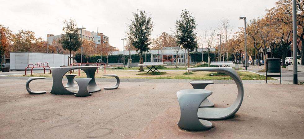 Plaça Baró de viver, centre civic, urbanització, escultura, BIM/SA, Ajuntament de Barcelona, Petanques, jocs infantils, escultura, juegos infantiles, escultura, petanqueros,
